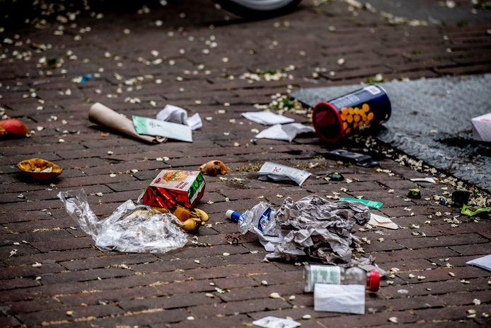 Gemeente Medemblik pakt zwerfafval aan bij winkelcentrum in Wognum