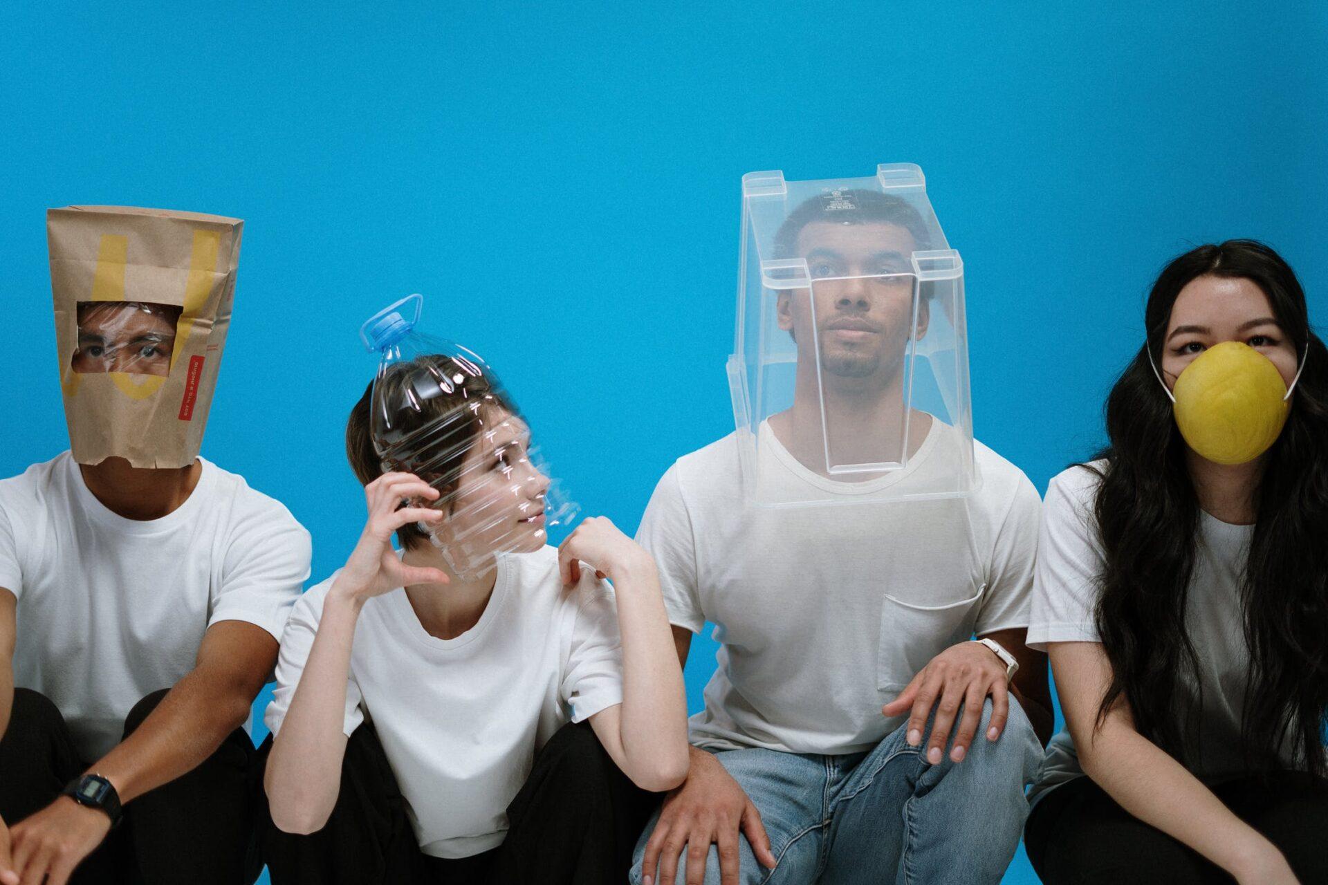 Op veel plaatsen verdwijnen de mondkapjes vandaag in België: hier moet je ze wel nog dragen