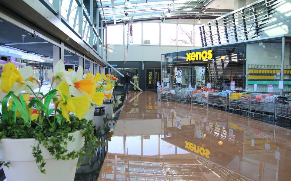 Winkelcentrum De Vlinder in Emmen staat blank door kapotte sprinkler